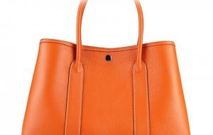 Le sac à main pour une tenue