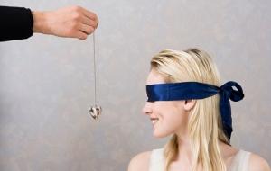 Faire cadeau d'un bijou à une femme: un geste qui fait toujours plaisir